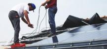 Installation de panneaux solaires - photo licence CC