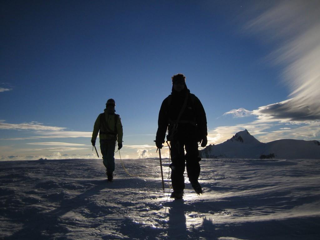 Les conditions météo n'étant pas satisfaisantes pour gravir le Mont-Blanc, les élus ont terminé la visite par une ascension du Dôme du Goûter.