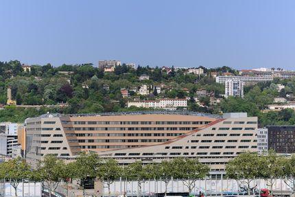Le siège du conseil régional, vu du côté du Rhône.